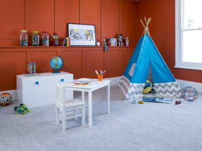 A children's bedroom with Apollo Elite Grey Partridge carpet